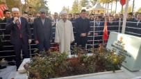 Diyanet İşleri Başkanı, Şehit Ömer Halisdemir'in Mezarını Ziyaret Etti