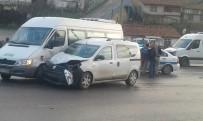 HATALI DÖNÜŞ - Ev Tüpü Taşıyan Ticari Araç Servis Minibüsüne Çarptı Açıklaması 1 Yaralı