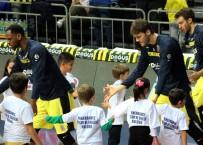 GİRESUN - Fenerbahçe Çocuklarla Sahaya Çıktı