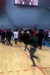 SALON FUTBOLU - Futsal Maçında Taraftarlar Rakip Takımın Oyuncularına Saldırdı