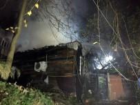 SARMAŞıK - Kadıköy'de Gecekondu Alev Alev Yandı