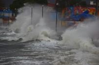 ZEYTINLI - Kuzey Ege'de Dev Dalgalar Sahilleri Dövüyor