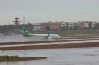 ŞİDDETLİ LODOS - Lodos Hava Trafiğini Olumsuz Etkiledi