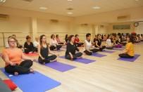 YOGA EĞİTMENİ - Meme Kanserli Kadınlar Yaşamı 'Yoga'ladı