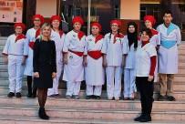 BESLENME DOSTU - Bu Öğrenciler Her Gün 300 Kişiye Yemek Hazırlıyor