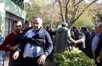 GECEKONDU - Demir Bariyerlerin Havada Uçuştuğu Arsa İhalesinde Yine Arbede Yaşandı