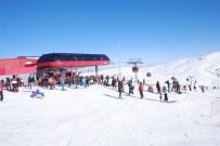 YAĞAN - Erciyes Dağı Hafta Sonunda 25 Bin Kişiyi Ağırladı