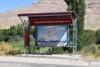 OTOBÜS DURAĞI - Kırsal Mahallelere 300 Adet Otobüs Durağı Monte Edildi