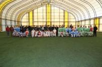 FUTBOL TURNUVASI - Mahalle Ligi Futbol Turnuvası Kaymakam Ve Belediye Başkanının Vuruşu İle Başladı