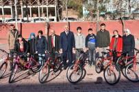 ERKAN YİĞİT - Özel Öğrencilere Bisiklet Hediye Edildi
