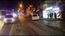 BANKA ŞUBESİ - Gece Üşüyen Çocuklar Banka Şubesine Girdi