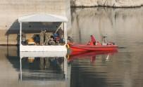 Genç Kızı, Deniz Kuvvetleri'nin Özel Ekibi Su Altı Robotu İle Arıyor