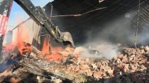 YANGINA MÜDAHALE - GÜNCELLEME - Arnavutköy'de Koli Fabrikasındaki Yangın