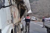 BOĞAZKÖY - İşçi Servisi Yola Düşen Tomruklara Çarptı Açıklaması 6 Yaralı