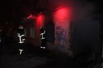 MİMAR SİNAN - Metruk Evde Çıkan Yangın Paniğe Neden Oldu