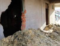 YANGINA MÜDAHALE - Yangın çıkan samanlıkta erkek cesedi bulundu