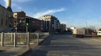 BOMBA İMHA UZMANLARI - Bahçelievler'de Şüpheli Araç Alarmı