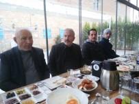 İNİSİYATİF - Burhaniye'de MHP İlçe Teşkilatı Kahvaltıda Bir Araya Geldi