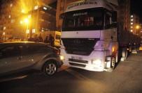 TIR ŞOFÖRÜ - Freni Boşalan Tır Park Halindeki Otomobile Çarptı