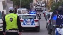 BOMBA İMHA UZMANI - İstanbul'daki Şüpheli Araçta Patlayıcı Bulundu