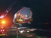 SOMA - Lastiği Patlayan Tanker Tıra Çarptı Açıklaması 1 Yaralı