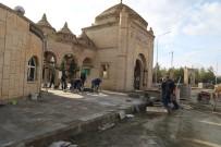 AKÜLÜ SANDALYE - Terzibaba Mezarlığında Çevre Düzenleme Çalışmaları Devam Ediyor