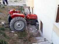 KARAHAYıT - Traktör Yatak Odasına Daldı
