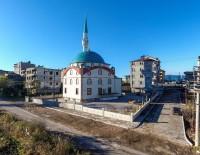 YAYA KALDIRIMI - Fatsa Belediyesinden Camiye Peyzaj Çalışması
