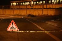 METRO İSTASYONU - Kaldırıma Çarpan Motosiklet Sürücüsü Hayatını Kaybetti