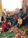 YARDIM KAMPANYASI - Köy Okuluna Kıyafet Yardımı