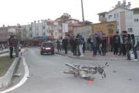 MESLEK LİSESİ - Otomobile Çarpan Motosiklet Sürücüsü Ağır Yaralandı