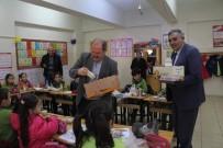 BESLENME ÇANTASI - Wuppertal Kütahyalılar Derneği'nden Şaphane İlkokulu'na Kırtasiye Yardımı