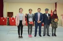 Kıbrıs Gazisi, Gazilik Maaşıyla Öğrencilere Kırtasiye Malzemesi Dağıttı