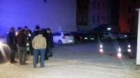 ERSİN ARSLAN - Sokak Ortasında Ölen Kadının Cenazesi 4.5 Saat Sonra Kaldırıldı