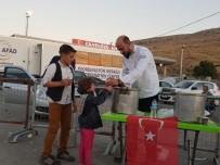 SOSYAL SORUMLULUK PROJESİ - Uşaklı Aşçılardan Suriyeli Savaş Mağdurlarına Çorba İkramı
