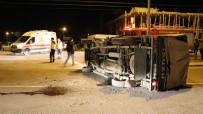 Aksaray'da Kamyonet Ve Otomobilin Karıştığı Kaza Ucuz Atlatıldı