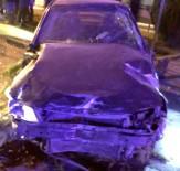 ADıYAMAN ÜNIVERSITESI - İki Otomobil Çarpıştı Açıklaması 3 Yaralı