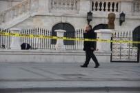 EMNIYET ŞERIDI - Öğrencinin Müze Bahçesinde Unuttuğu Çanta Bomba Paniğine Neden Oldu