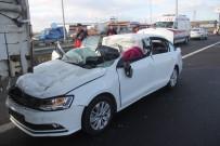 Otomobil, 130 Kilometre Hızla Tıra Çarptı Açıklaması 1 Ölü, 1 Yaralı