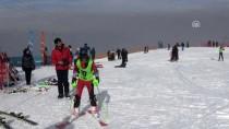 KAR YAĞıŞı - Palandöken'de Kayak Yoğunluğu