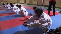 KARATE - Karateci Anne Madalya İstiyor