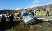 EMNIYET ŞERIDI - Kastamonu'da Kamyonet Bariyerlere Çarptı Açıklaması 5 Yaralı