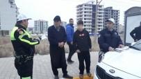 ALTINŞEHİR - Kaza Tehlikesi Atlatan Polislere Çocuk Sürücü Şoku