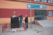 Muğlalı Vatandaş, Sınırın Sıfır Noktasındaki Atatürk Büstlerini Onarıyor