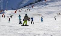 15 BİN KİŞİ - Palandöken'de Hafta Sonu Kayak Keyfi