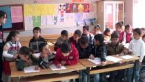 GENEL KÜLTÜR - Üniversite Öğrencilerinden Köy Okuluna Kütüphane