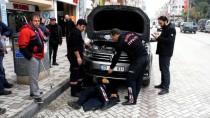 NEBIOĞLU - Aracın Motor Kısmına Sıkışan Kediyi İtfaiye Kurtardı