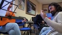 CAM KEMİK HASTASI - Cam Kemik Hastası Müziği Bırakmıyor