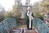 ARSLANBEY - Ertuğrul Gazi Kıyafetiyle Türbeleri Geziyor