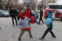 SATRANÇ TURNUVASI - Erzincan Mobil Gençlik Merkezi Gençler İçin Yollarda